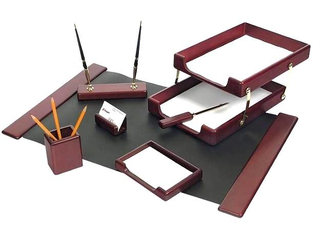 Настольный набор, деревянный, 7 предметов (подкладка на стол, подставка для ручек с 2 ручками, подставка для записок, подставка для визиток, нож для бумаг, подставка для пишущих принадлежностей, лоток для бумаг с двумя отделениями.), красное дерево, Good Sunrise